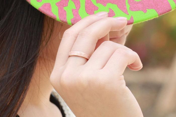 Elegant Titanium Steel Frosted Surface Rose Golden Ring For Women Ladies