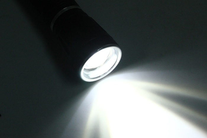 Wholesale Zoom Focus CREE Q5 LED 500 Lumen 18650 Flashlight Torch Adjustable Zoomable